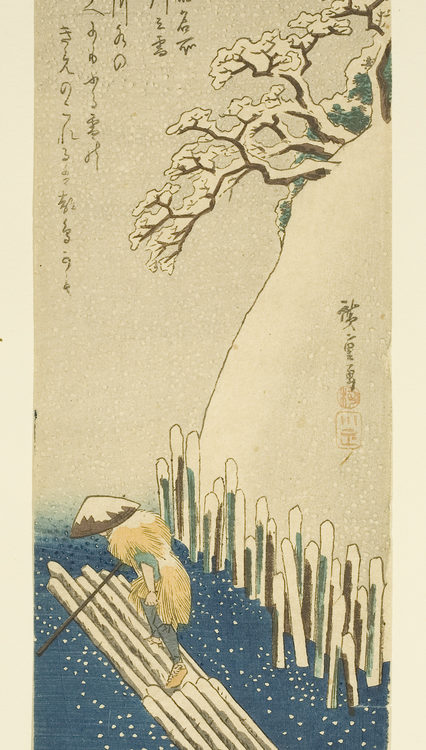 Japanese print of a snowy scene. A man stands on a raft and pushes on a pole in the water. A snow covered bank with trees rises up on the left. Snow falls from the sky.