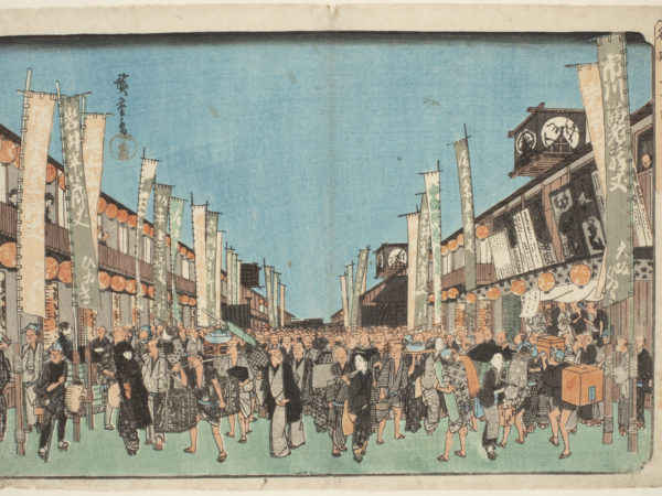 Japanese print of a street scene. Either side of the street are buildings with banners outside, which recede away to a central vanishing point. A vast crowd of people walk towards us, in the street, dressed in traditional costume.
