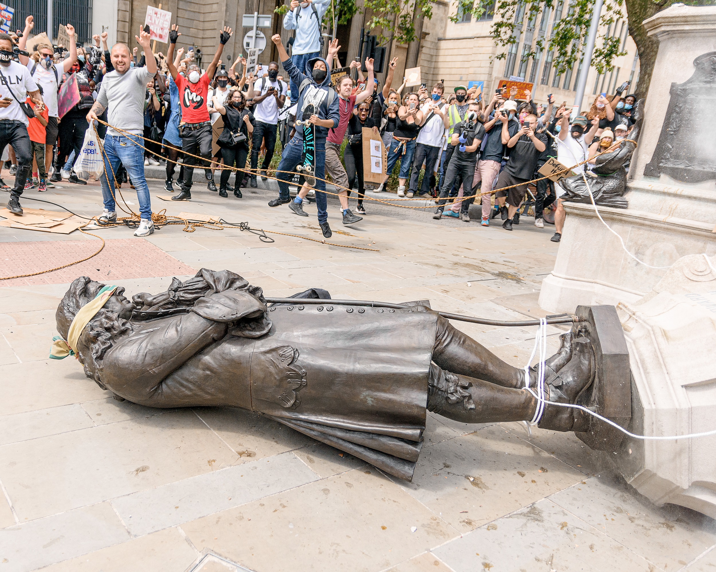 Photo of statue of Colston falling to the ground (© David Griffiths)